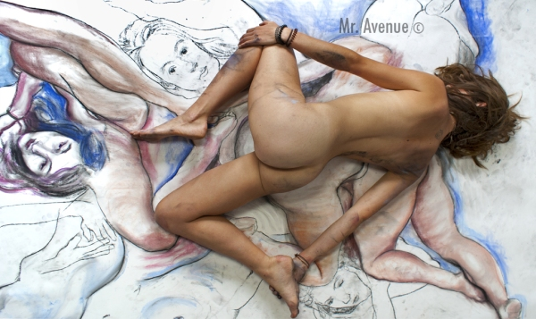 lifesize lifedrawing with nude model posing on top